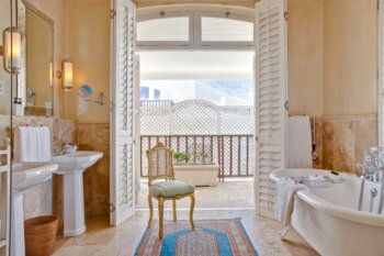 beach-house-style-hotel-room-interior-hermanus