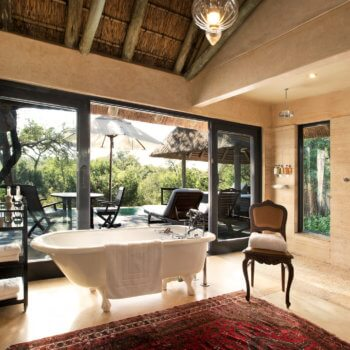 rm-luxury-suite-bathroom-room-accommodation-luxury-safari-hotel-kruger-park