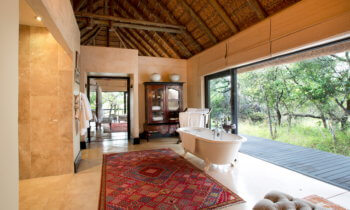 bathroom-room-accommodation-luxury-safari-hotel-kruger-park