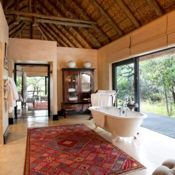 rm-royal-suite-bathroom-room-accommodation-luxury-safari-hotel-kruger-park