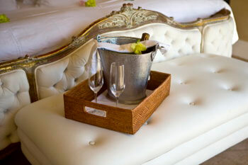 champagne-wine-dining-room-service