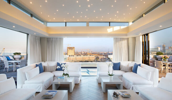The one above luxury cape town penthouse the royal for Best private dining rooms cape town